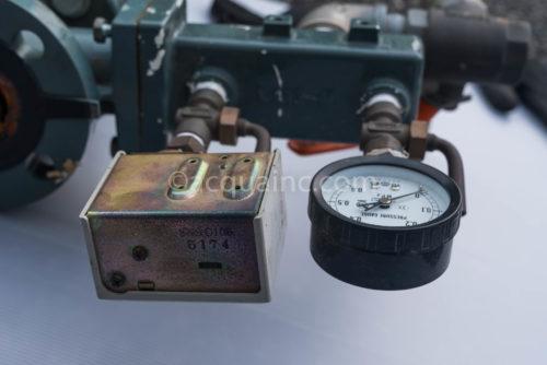 圧力スイッチ サギノミヤ SNS-C106、圧力計